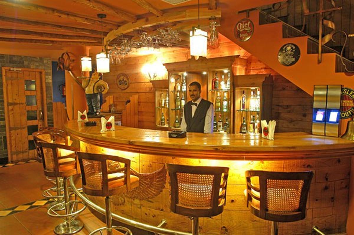 Celler Bar Cafe in Sector 35 Chandigarh, Chandigarh