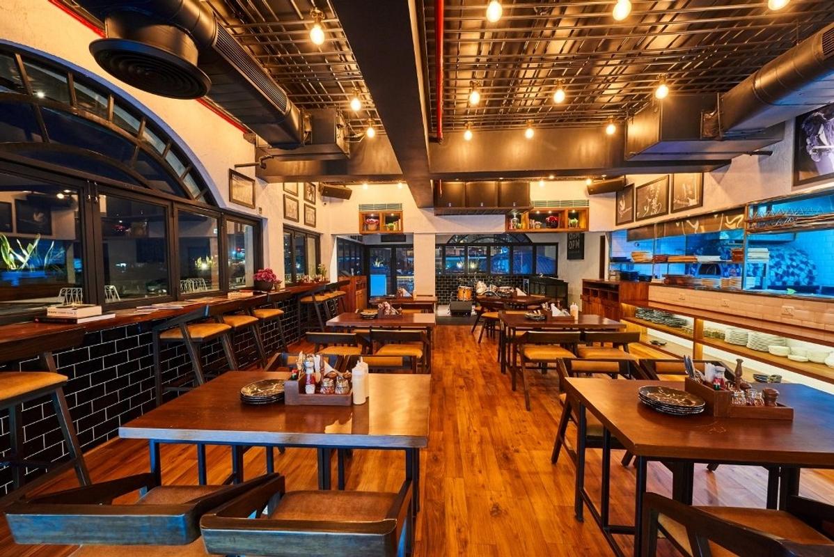 AM PM Cafe Bar in DLF Phase 4, Gurgaon