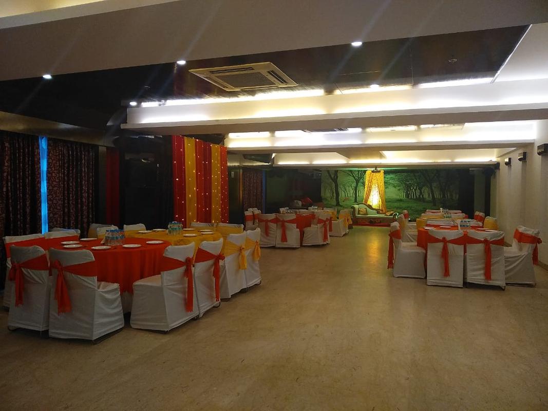Treehouse Queens Pearl Hotel in Rajiv Chowk, Gurgaon