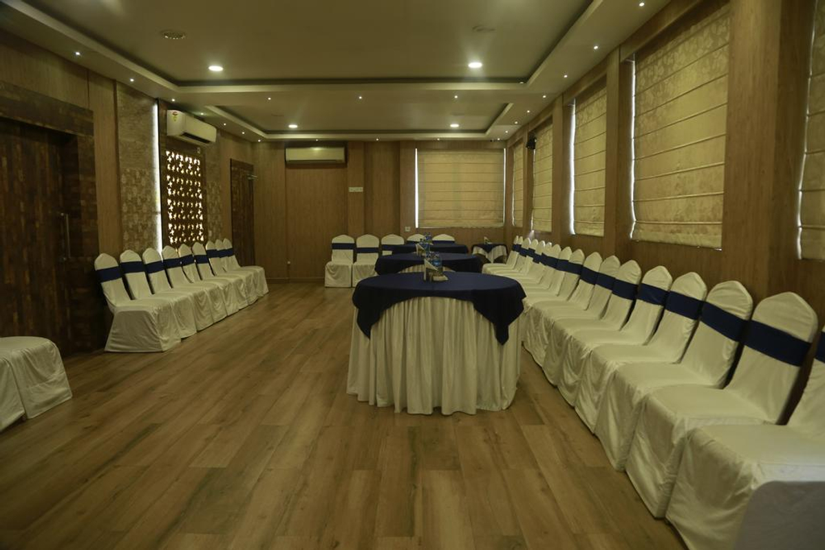Hotel Comfotel in Ballygunge, Kolkata