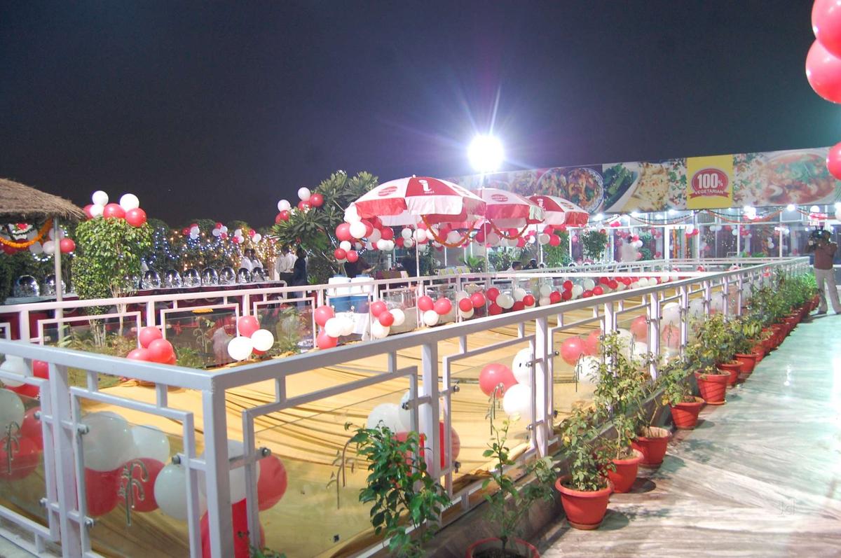 Hotel Rajhans Regency in Panchsheel Colony, Meerut