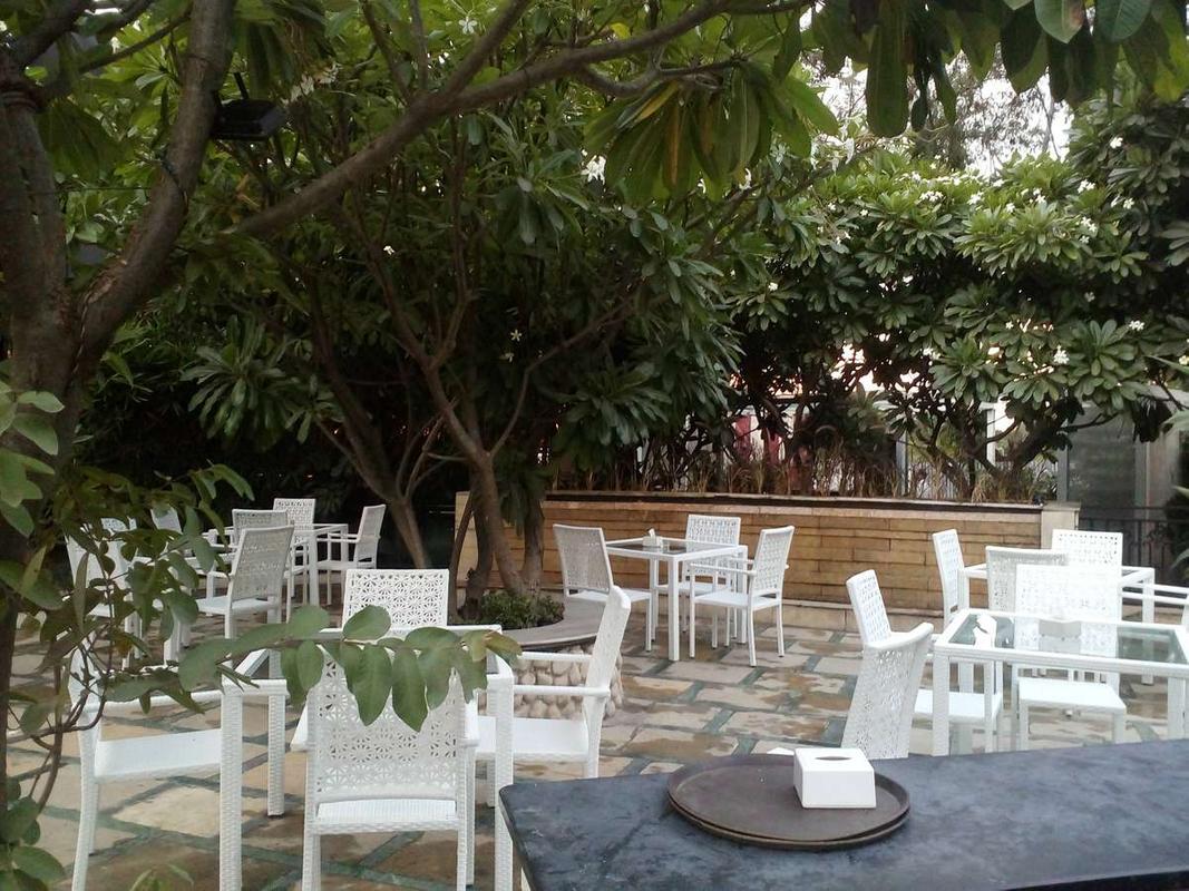 1 Lounge in Koregaon Park, Pune