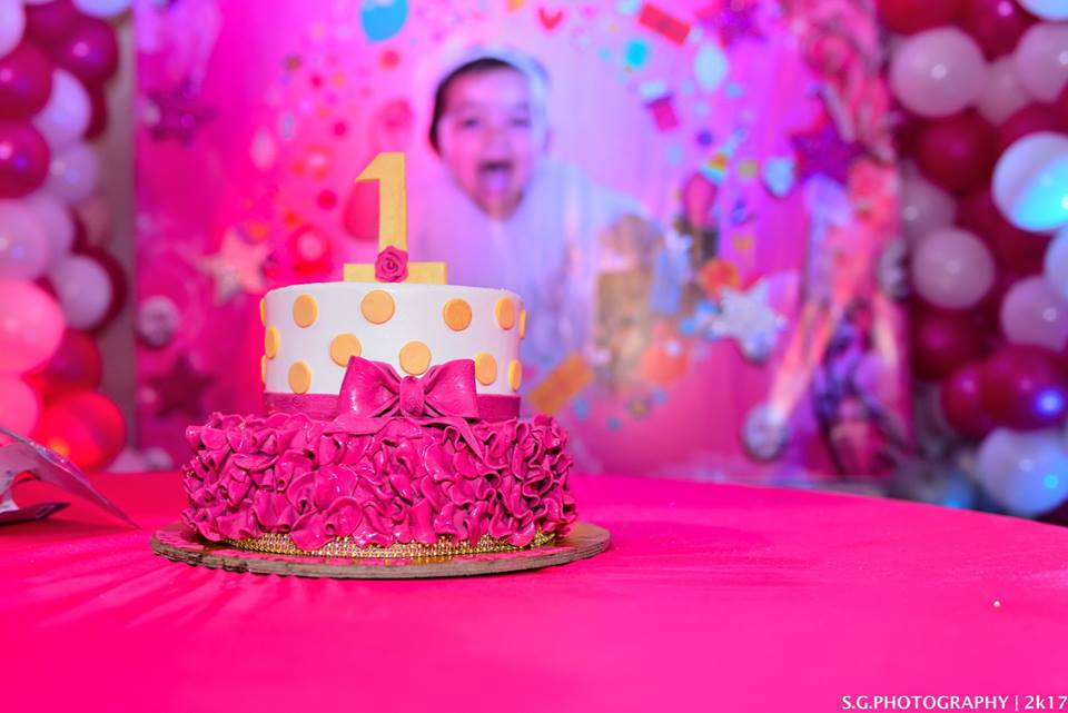 Celebrating your kid's first birthday? Here's how you can choose the right Birthday Cake