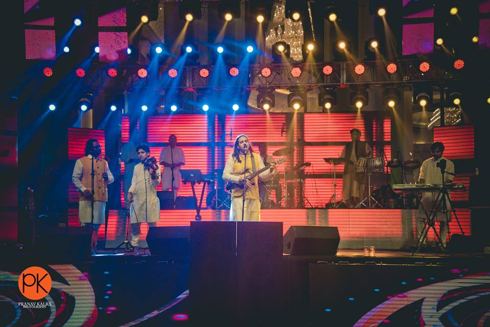 4 Reasons Why You Should Choose Live Band As The Entertainment For Your Wedding Reception