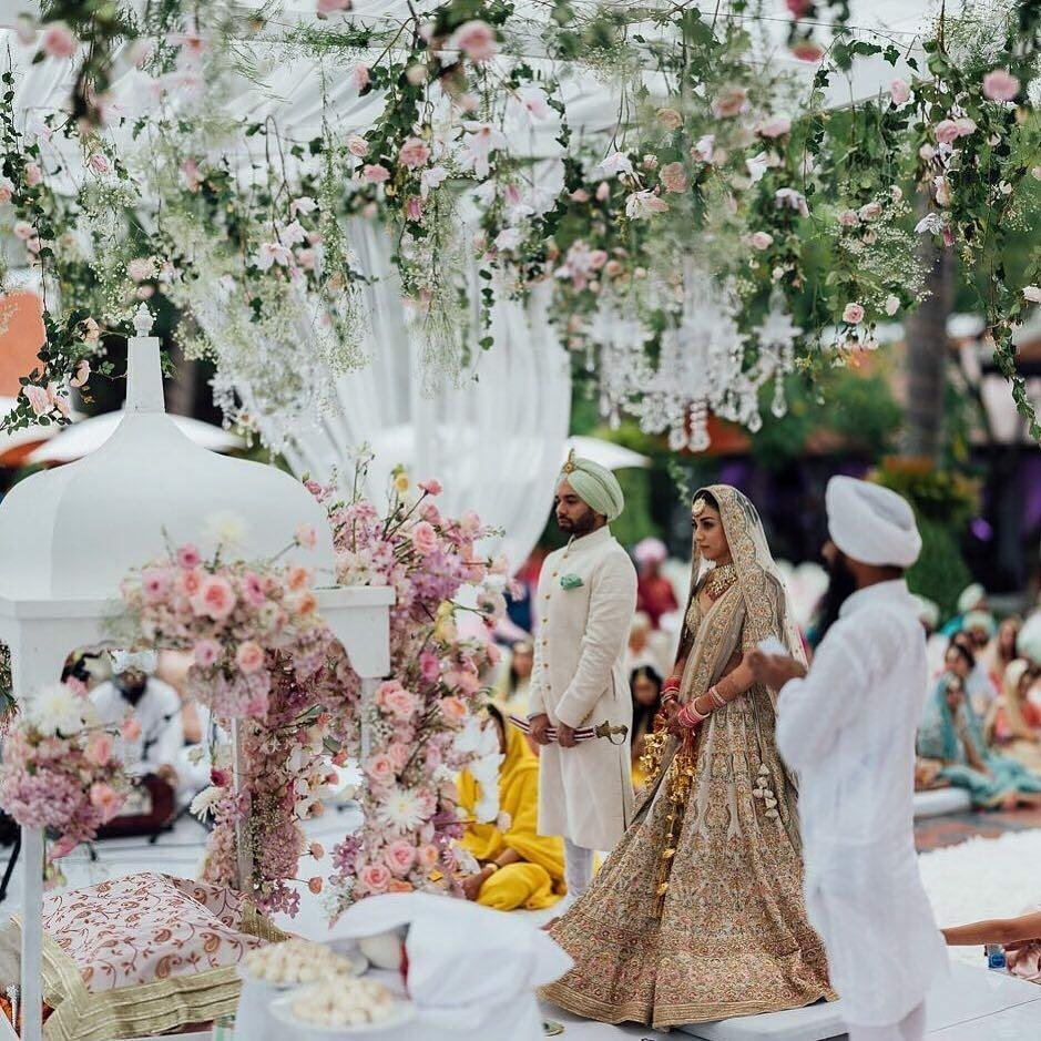 Decors To Get Married For: Why You Should Choose An All-White Wedding Decor?