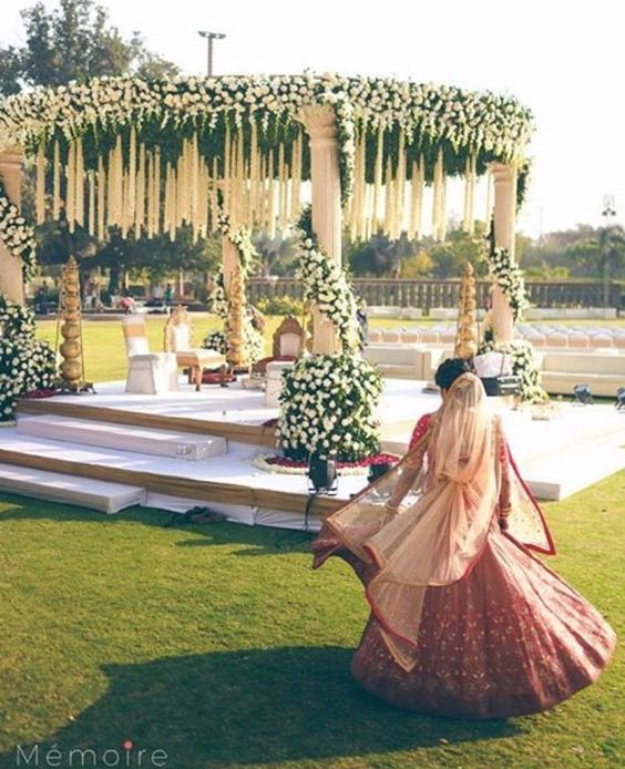 How To Ensure Your Wedding Attire Is In Accordance With Your Wedding Decor? Check Out These 6 Tips!