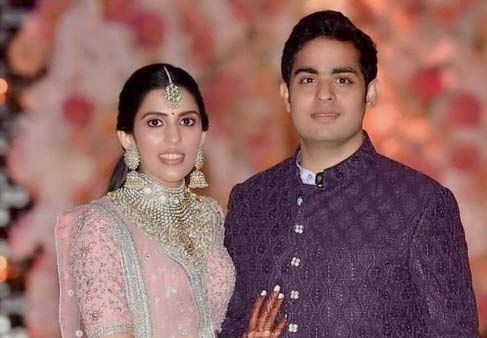 Inside the Engagement: Here's All The Pictures You Need To See From Akash Ambani & Shloka Mehta's Engagement !