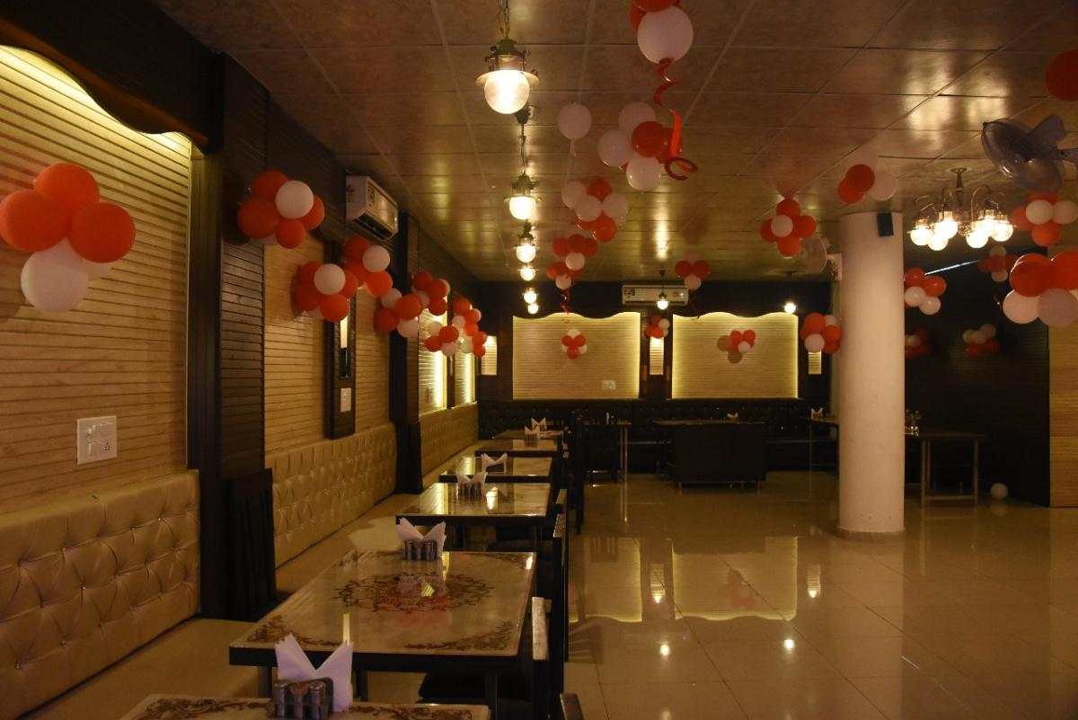 Cheapest in Noida- Get Unlimited Food & Fun @ Just 350 at Fork N Spoon!