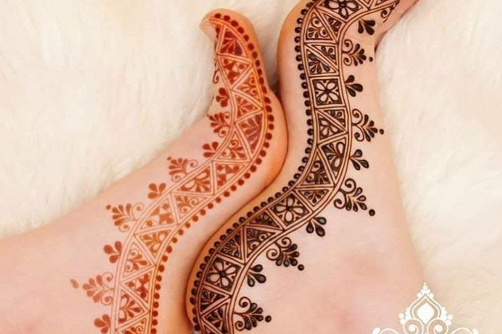 20+ Simple and New  Mehendi Designs of 2021 For Indian Wedding