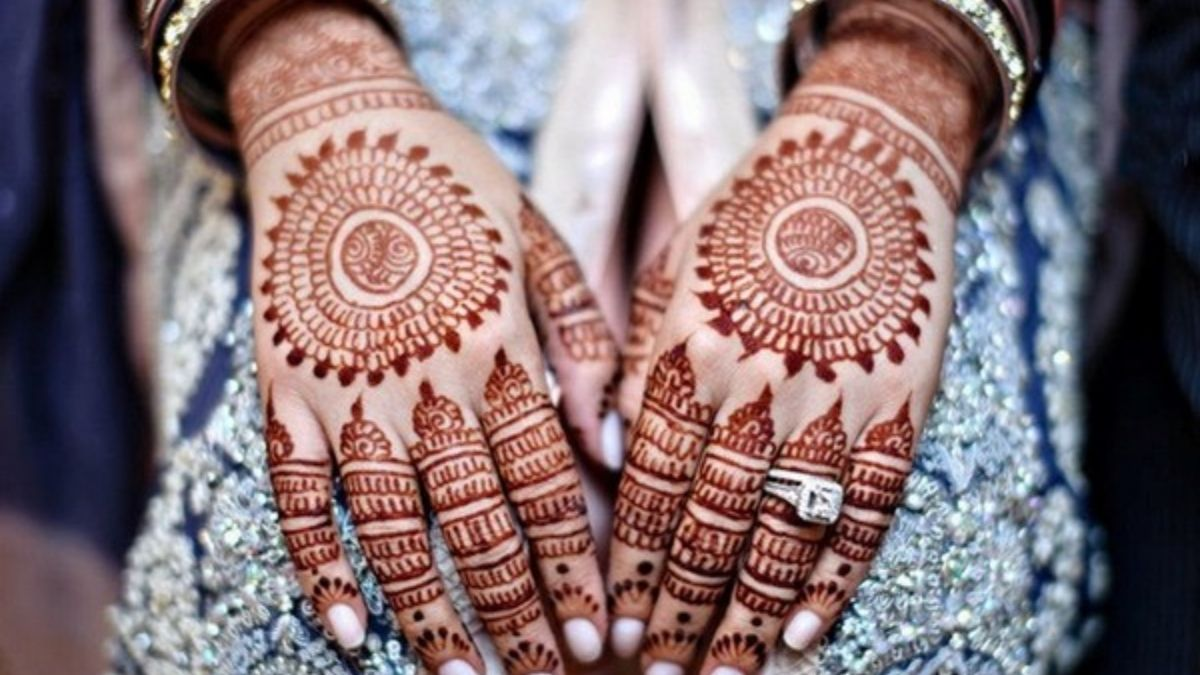 Simple Mehandi Design photos by Famous Bridal Mehandi Wala 2020