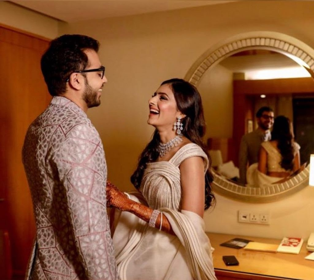 A Regal Hindu Wedding At The Four Seasons, Mumbai- Filled with Elegant Bridal Outfits