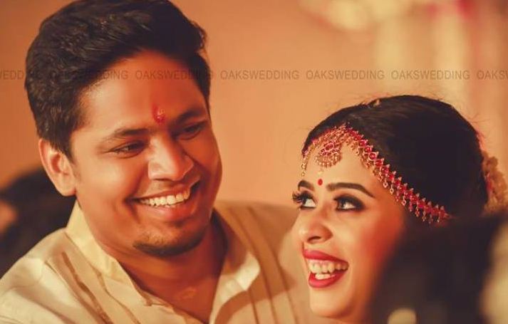 Malyalam Actor Parvathy Rathee and Milu get their South Indian Wedding in Kerala