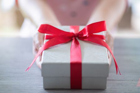 15 Best Wedding Anniversary Gift  Ideas For Parents