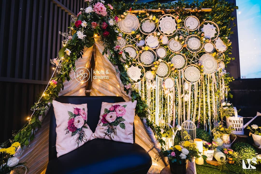 15+ New and Unique  Ideas To Use Dreamcatchers In Indian Wedding Decor