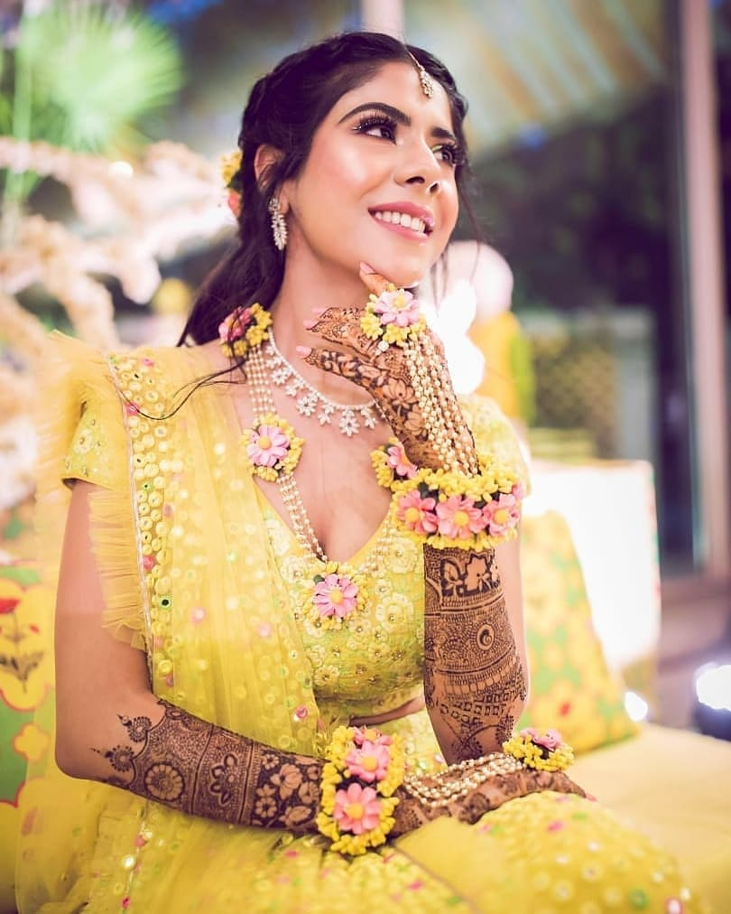 20+ Best  Mehendi Outfit Ideas For Indian Bride-To-Be